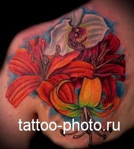цветные орхидеи в женской тату на спину