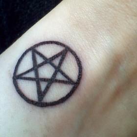 Татуировка «Пентаграмма» и ее значение- фото