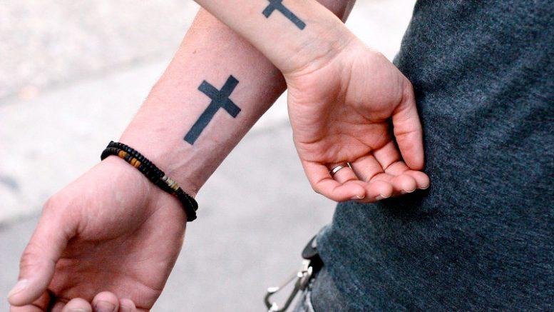 Что значит крест в татуировке - фото
