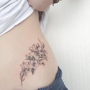 фото тату лилия от 19.11.2017 №063 - tattoo lily - tattoo-photo.ru