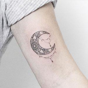 фото тату луна от 19.11.2017 №035 - tattoo moon - tattoo-photo.ru