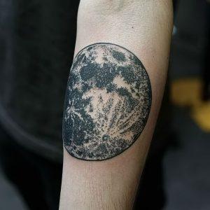 фото тату луна от 19.11.2017 №036 - tattoo moon - tattoo-photo.ru
