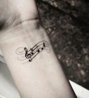 фото тату с нотами от 16.11.2017 №010 — tattoo with notes — tattoo-photo.ru