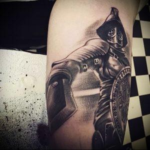 Гладиатор в татуировке для статьи про значение рисунка - 16