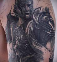 Гладиатор в татуировке для статьи про значение рисунка — 29