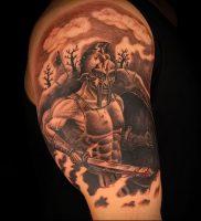Гладиатор в татуировке для статьи про значение рисунка — 37