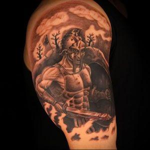 Гладиатор в татуировке для статьи про значение рисунка - 37