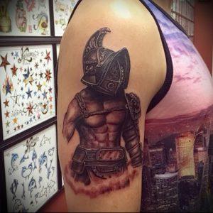 Гладиатор в татуировке для статьи про значение рисунка - 38