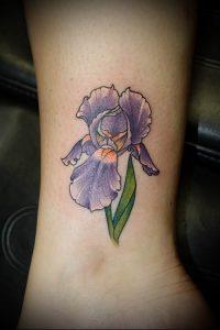 интересный вариант тату ирис на фото для статьи про значение - tatufoto.ru - 1