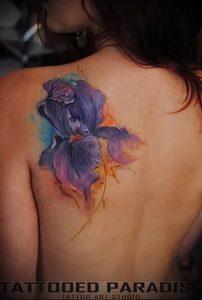 интересный вариант тату ирис на фото для статьи про значение - tatufoto.ru - 11