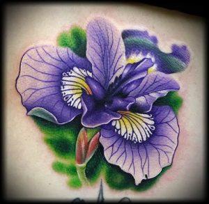 интересный вариант тату ирис на фото для статьи про значение - tatufoto.ru - 20