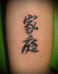 фото тату китайские иероглифы для статьи про значение татуировок - 3