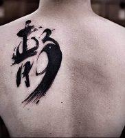 фото тату китайские иероглифы для статьи про значение татуировок — 11