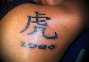 фото тату китайские иероглифы для статьи про значение татуировок - 16