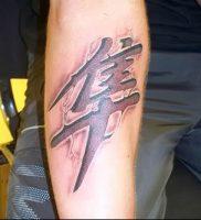 фото тату китайские иероглифы для статьи про значение татуировок — 19
