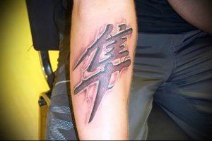 фото тату китайские иероглифы для статьи про значение татуировок - 19