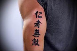 фото тату китайские иероглифы для статьи про значение татуировок - 20