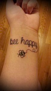 фото тату пчела для статьи про значение татуировки пчела - 1