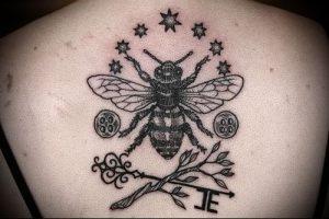 фото тату пчела для статьи про значение татуировки пчела - 5
