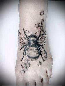 фото тату пчела для статьи про значение татуировки пчела - 8