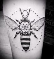 фото тату пчела для статьи про значение татуировки пчела — 9