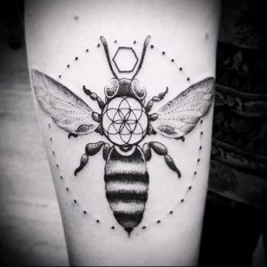 фото тату пчела для статьи про значение татуировки пчела - 9