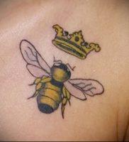 фото тату пчела для статьи про значение татуировки пчела — 12