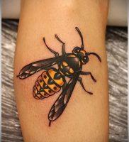 фото тату пчела для статьи про значение татуировки пчела — 14