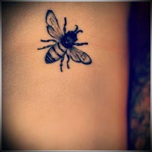фото тату пчела для статьи про значение татуировки пчела - 15