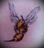 фото тату пчела для статьи про значение татуировки пчела — 19