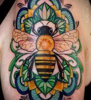 фото тату пчела для статьи про значение татуировки пчела — 20