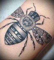 фото тату пчела для статьи про значение татуировки пчела — 23