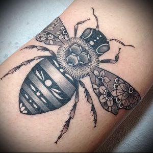 фото тату пчела для статьи про значение татуировки пчела - 23