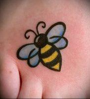 фото тату пчела для статьи про значение татуировки пчела — 25
