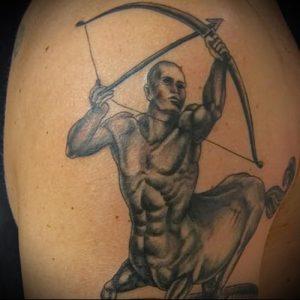 фото тату стрелец для статьи про значение символа в татуировке - 21