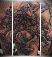 фото тату стрелец для статьи про значение символа в татуировке — 27