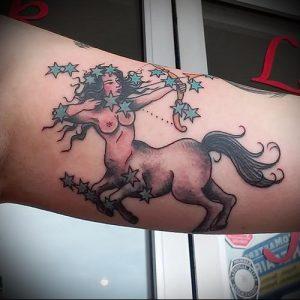 фото тату стрелец для статьи про значение символа в татуировке - 38