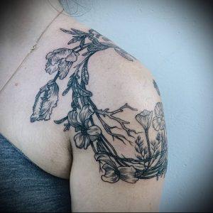Пример классной татуировки с венком - фото