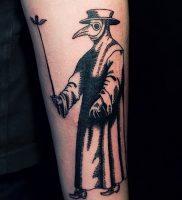 фото тату Чумной Доктор от 04.10.2017 №004 — tattoo Plague Doctor — tattoo-photo.ru