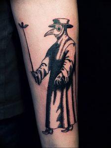 фото тату Чумной Доктор от 04.10.2017 №004 - tattoo Plague Doctor - tattoo-photo.ru