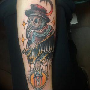 фото тату Чумной Доктор от 04.10.2017 №010 - tattoo Plague Doctor - tattoo-photo.ru