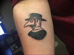 фото тату Чумной Доктор от 04.10.2017 №043 - tattoo Plague Doctor - tattoo-photo.ru