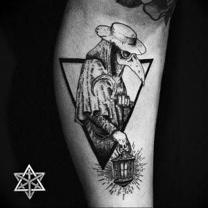 фото тату Чумной Доктор от 04.10.2017 №044 - tattoo Plague Doctor - tattoo-photo.ru