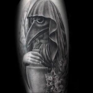 фото тату Чумной Доктор от 04.10.2017 №069 - tattoo Plague Doctor - tattoo-photo.ru