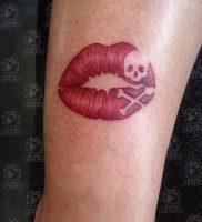 фото тату поцелуй от 22.09.2017 №015 — tattoo kiss — tattoo-photo.ru