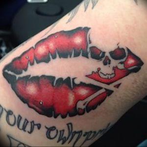 фото тату поцелуй от 22.09.2017 №045 - tattoo kiss - tattoo-photo.ru
