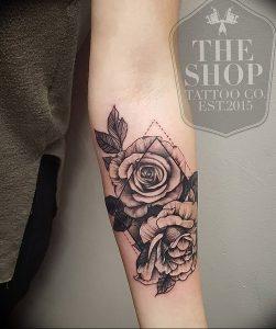 фото тату роза от 30.09.2017 №058 - rose tattoo - tattoo-photo.ru