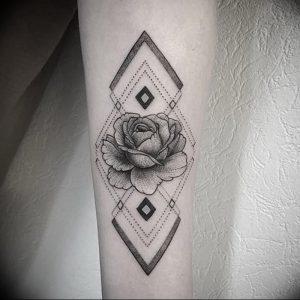 фото тату роза от 30.09.2017 №071 - rose tattoo - tattoo-photo.ru