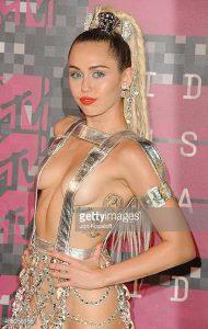 фото Тату Майли Сайрус от 05.12.2017 №019 - Miley Cyrus Tattoo - tattoo-photo.ru