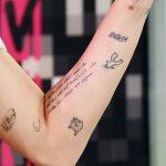 фото Тату Майли Сайрус от 05.12.2017 №090 - Miley Cyrus Tattoo - tattoo-photo.ru